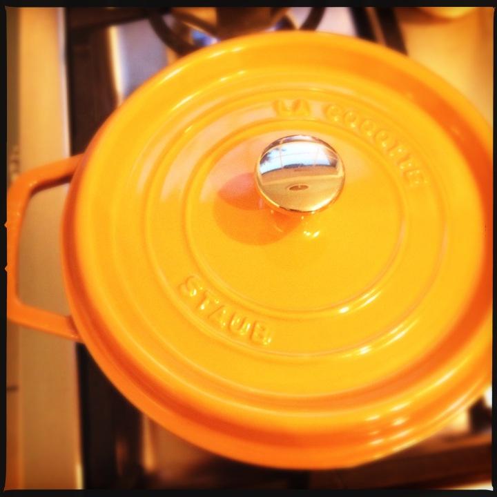 Color of Saffron: STAUB22cm